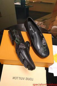 Elektrikli nakış bezelye ayakkabı Erkekler Elbise Ayakkabı BOT makosenler SÜRÜCÜLERİ TOKALARI SNEAKERS SANDALETLER
