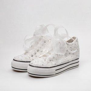 Zapatos de boda de país Mujeres Cristales hechos a mano Perlas Zapatillas de deporte Zapatos planos de novia Zapatos de lona de dama de honor Zapatillas de deporte Color personalizado