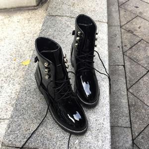 Japanned Botas De Couro Mulheres Ankle Boots Curto Rebites Cravejado Martin Botas de Inverno Botas de Neve Senhoras