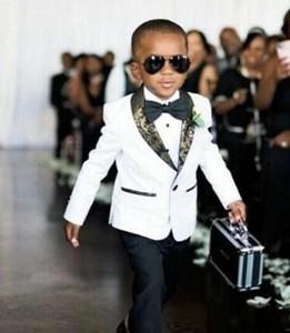 Trajes Personalizar White Boys Ropa formal esmoquin cuello esmoquin niños del juego del cabrito del partido del baile de cumpleaños (chaqueta + pantalones + Pajarita)