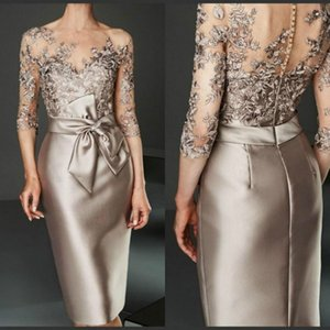 2020 Vintage Spitze Appliqued Mantel Mutter der Braut-Kleid plus Größe 3/4 langen Ärmeln knielangen Mutter Formal Wedding Guest Kleid