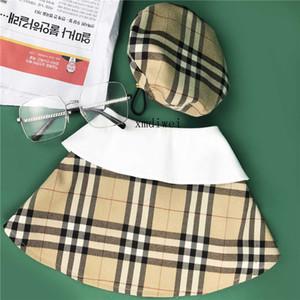 Corrispondenza Tide Pet Dog Clothes griglia di colore di modo Hacket mantello con il cappello di stampa del gatto Cappotto per cani nuovo commercio all'ingrosso di stile