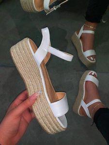 2020 Art und Weise Frauen-Plattform-Sandelholz-starke untere flache Schuhe Sommer-Sandelholz-Frauen öffnen Zehe-Roman Big Size Schuhe Casual