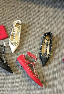 2019 Moda designer de luxo mulheres sapatos de fundo vermelho de salto alto de couro preto e branco apontou Toes Bombas Vestido sapatos tamanho 36-41