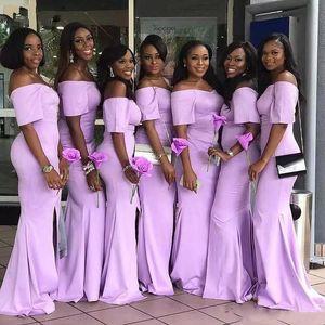2020 Günstige Aus der Schulter African Lavendel Mermaid Brautjungfernkleider mit kurzen Ärmeln Satin-Schleife-Zug Günstige Hochzeit Gastkleider