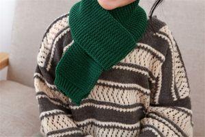 La moda pop! invierno niños Bufandas color sólido Niño Niña de punto Warm regalos Pañuelos Warmer.Christmas, nuevo regalo de Año