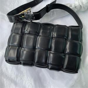 2020 sencillo bolso de cuero de tipo caja de embalaje cuadrado esponja con rejilla oblicua almohada tejida bolsa de hombro para la altura de las mujeres