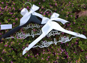 Personalized glitter silver Wedding dress Hangers Custom DATE Bridal Bride MRS Name Bridesmaid Gift Hanger party gifts favors