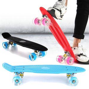 Aksiyon Sporları Freestyle 22 İnç dört tekerlekten Sokak Katı Uzun Skate Board Mini Cruiser Kaykay ile Yanıp sönen LED İçin Yetişkin Çocuk