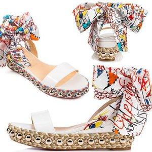 Verão Vermelho inferior Mulheres levantino 60 milímetros couro envernizado branco Wedge Sandal ouro Studs Graffiti com tira no tornozelo senhoras Gladiator Sandals