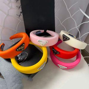 2020 Luxary épais éponge Hairband Bandeaux Bandeaux pour les femmes P Lettre Hoop cheveux fille élastique Bandeau sport cheveux Serre-tête Wrap