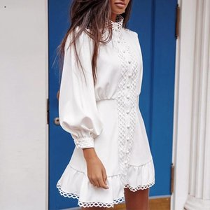 Fargeous branco elegante oco Out Vestido Curto Moda Lace Patchwork Fique Collar Mini vestido Ladies Primavera manga comprida Vestidos