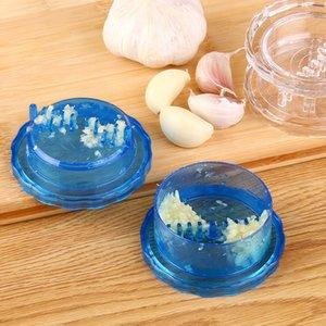 Nueva multi-uso caliente utensilios de cocina útil trituradora del ajo del rallador de la caja plástica Gira Peeler Picadora de jengibre de la prensa
