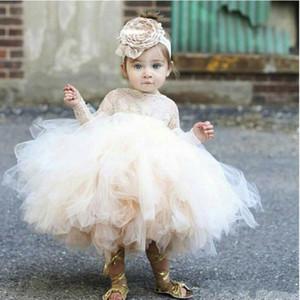 Дешевый 2020 Прекрасный цветок девочек платья цвета слоновой кости младенца Младенческая малышей Крещение Одежда с длинными рукавами кружева Туту бальные платья День рождения платья партии