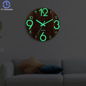 خشبية ساعة الحائط مضيئة عدد الساعات المعلقة هادئة الظلام متوهجة ساعات الحائط الحديثة الساعات ديكور غرفة المعيشة