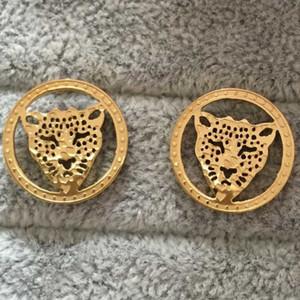 Высокое качество леопард ювелирные изделия из нержавеющей стали 316L 18K золото заполнены круглый любовь серьги стержня для женщин мужчин горячие продажи ювелирных изделий