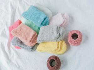 1 Paar Frauen-Süßigkeit-Farben-Plüsch-Fuzzy-Socken-Schlafenbett-Fußboden-Socken-Winter-warme Socken Fluffy