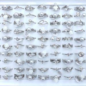 Mixed Design Klarer Zircon Gepflasterte Ringe für Mädchen-Silber-Farben-gemischte Größe 50pcs / lot Großhandel