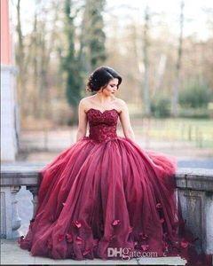 Простые Burgundy Quinceanera Ball Products Платья платья Милая Кружева Applicies Sweet 16 Tulle Puffy Basque Талия Цветы Цветы Party Prom Вечерние платья