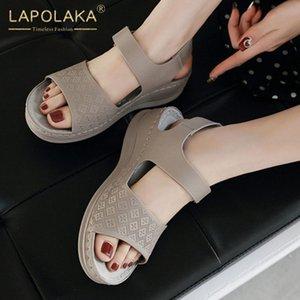 Lapolaka la nueva manera de los zapatos de 2020 tacones de cuña ocasional Mujer sandalias Dropship HookLoop ocio zapatos sandalias de las mujeres sólidas