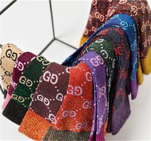 Caldo autunno della ragazza nuovo colore lettera caramelle mucchio mucchio tendenza calzini moda femminile multicolore calze di cotone selvatiche HN159 all'ingrosso