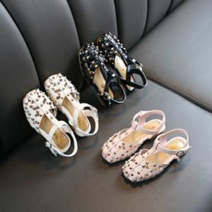 Sandálias do verão Crianças Meninas oco respirável Princesa Calçados Crianças sandálias com Rivet planas sapatos de salto 3 estilos