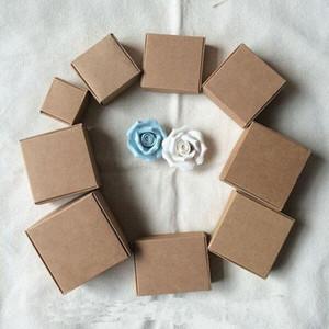 Party Gift Wrap 7.5X7.5x3CM Petit Brown Kraft Paper Box Carton d'emballage Boîtes pour le cadeau de mariage de sucrerie Accessoires pour téléphones