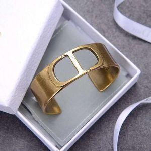 New Hot Sale Pulseira oca Carta de luxo designer de jóias mulheres pulseiras