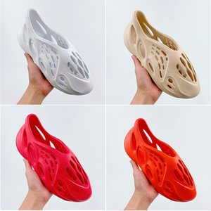 Newest Foam runner kanye west clog sandal triple black white fashion slipper women mens tainers designer beach sandals slip-on shoes