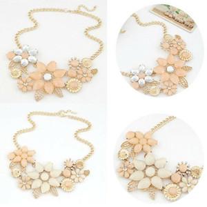 Mode charme Femmes chaîne Flower Bib Choker Pendentif Collier tendance Bijoux Vêtements Accessoires Collier