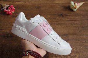 Erkekler için kadınlar Lüks Tasarımcı Casual ayakkabılar için Online Marka Rivets Flats Ayakkabı satışı en kaliteli elbise