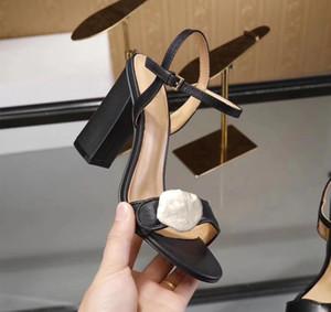 Неделя моды женщины ретро блок каблуки Мармон украшенные кожаные сандалии открытый носок сандалии аппаратные украшения каблуки летние сандалии