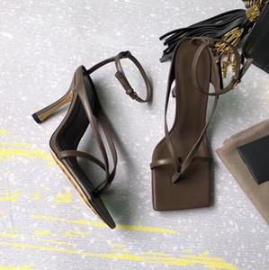 2020 Donna Sandali Scarpe Celebrity Indossare stile semplice in PVC trasparente con cinghietti fibbia trasparente sandali degli alti talloni della donna dei pattini