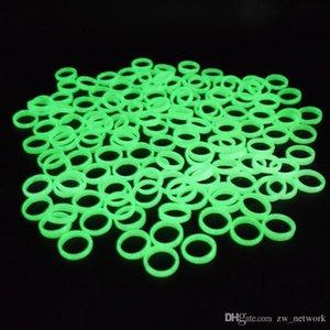 100pcs / bag billigste Kunststoff Leuchtring Halloween-Party Tanz Maskerade Dekoration Frauen Bandringe Kunststoff grün fluoreszierenden Ring