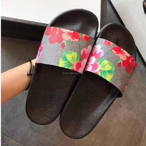 El mejor hombre del verano de las mujeres sandalias de playa de diapositivas Casual Zapatillas Damas Comfort Shoes cuero de la impresión de las flores abeja 36-46 con la caja