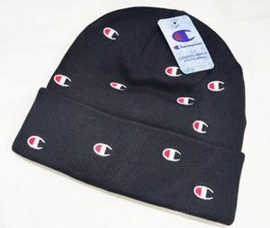 NOUVEAU gros-livraison gratuite nouvelle femme mignon chapeau d'hiver chapeau tricoté polo boule perles crochet à la main chaud acrylique dames chapeau haute Quality6