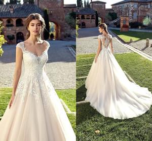 Nueva llegada Una línea de vestidos de novia 2019 Profundo cuello en V Cariño Gorra Mangas Tulle Encaje Apliques Sheer Back Sweep tren Vestidos de novia