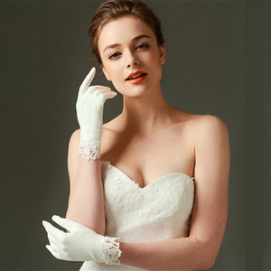 Матовая атласная Свадебные перчатки Короткие кружевной отделкой Ivory Свадебные аксессуары невесты перчатки запястье Длина Свадебные перчатки