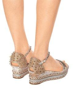 Zarif Çiviler Kırmızı Alt Kama topuklu Pyraclou Takozlar Kadınlar Için Sandalet Bayan Yüksek Topuklu Lüks Tasarımcı Yürüyüş Ayak Bileği Kayışı kadın ayakkabı