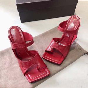 2020New Сексуальная мода дизайнер флип-флоп наппа снится площади носком сандалии натяжные сандалии дамы Престижное вскользь тапочки женщина венчания высокие каблуки