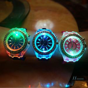 Unisex LED Luz Diamante Genebra relógio de cristal Luminous Homens e Mulheres relógio de pulso Slicone Banda Rhinestone relógios de quartzo
