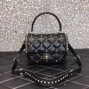 Ladies bag, leather bag, hand bag, diagonal wrist travel, one bag. Model: V018B Dimensions: 25*10*18cm