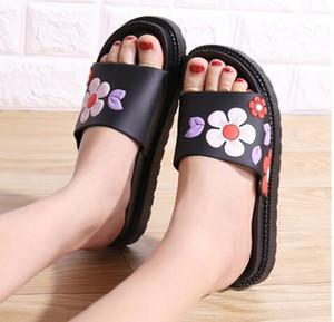 Zapatillas de alta calidad Lady Xia 2019 nuevas sandalias antideslizantes de baño de dibujos animados lindo de suela gruesa para mujer