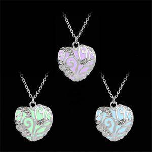 Colliers lumineux Vintage Lueur dans le pendentif noir Médaillon coeur d'amour collier pour femmes Bijoux Accessoires
