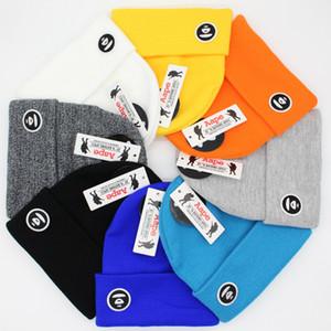 8 couleurs Broderie Bonnet tricoté Caps Solide Couleur Automne Hiver chaud en laine de crâne casquette Street Fashion