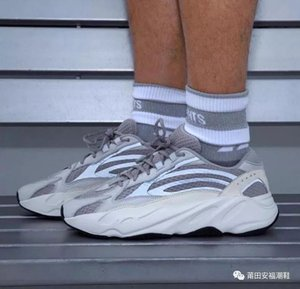 New Kanye West 700 V2 Static EF2829 Wave Runner Running Shoes 700s Sports Sneakers Mauve Solid Grey Luxury Designer Shoes Size 36-46
