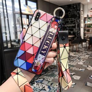 Caja linda del teléfono del soporte rombico para iPhone 11Pro X XS Max Funda para iPhone7 8Case Love Heart Lanyard Stand Moda