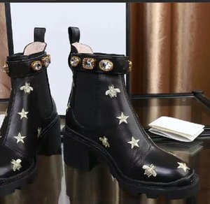 H1015 2020 Tasarımcı Kadınlar Boots Kemer düz Tabanlı Önyükleme, 5 cm Topuk Flamingolar Madalyası Boots Arılar Ve Pentagram Boots Matkap