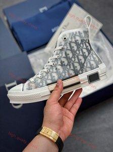 2020 nova Oblique Homme X Kaws por Kim Homens Mulheres Fashion Design Triple S Sapatos casuais de alta-top Skate Sapatos Xshfbcl