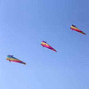 الألياف عالية القوة القماش طائرة ورقية ملونة خالية من الهيكل العظمي ذيل طويل من السهل أن تطير الطائرات الورقية في الهواء الطلق شاطئ الرياضة العب
